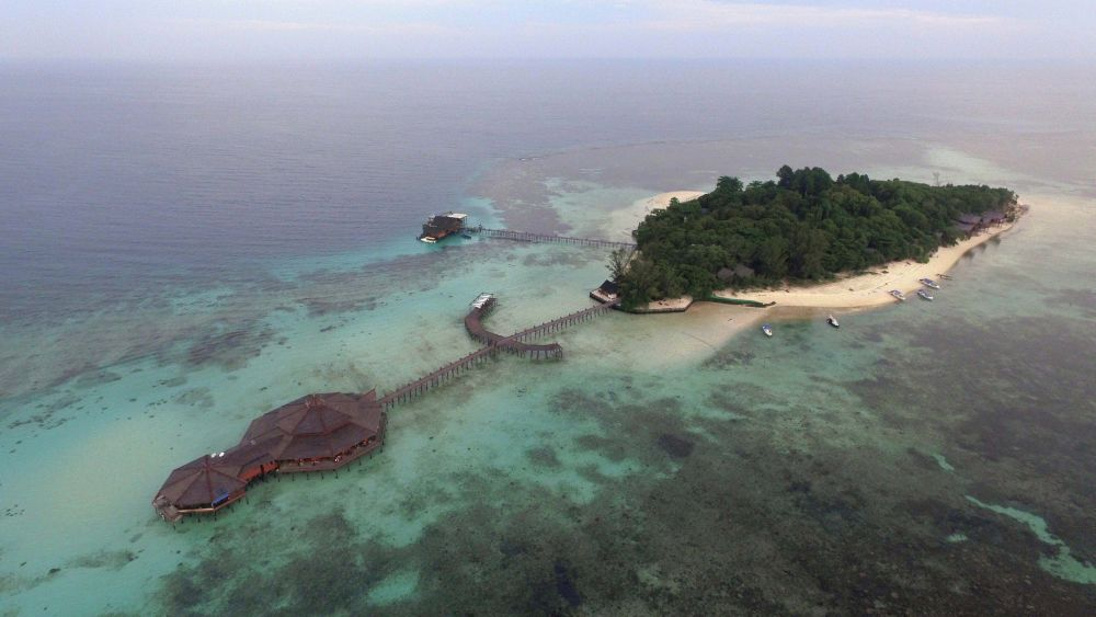 An aerial view of the whole of Lankayan Island Dive Resort. Photo courtesy of Asia Diving Vacation.