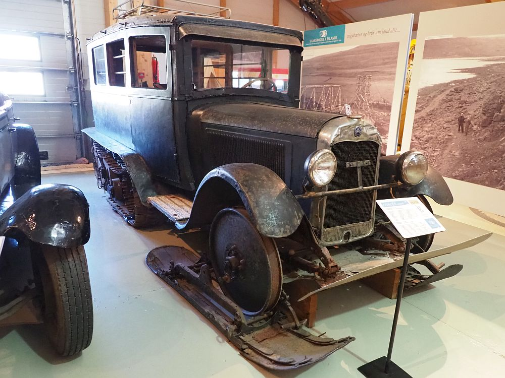This looks like a normal 1930s car, with a big square body and the engine sticking out in front. However, instead of back wheels it has treads like a tank. Instead of front wheels, it has just the axle, attached to what look like wide, short skis.