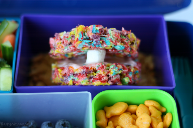 Pearl oyster dessert Ocean Bento Lunch Ideas + Pearl Oyster Cereal Treats | head back-to-school with this list of easy bento lunchbox ideas + pearl oyster cereal treats #Recipe #Dessert #Snack