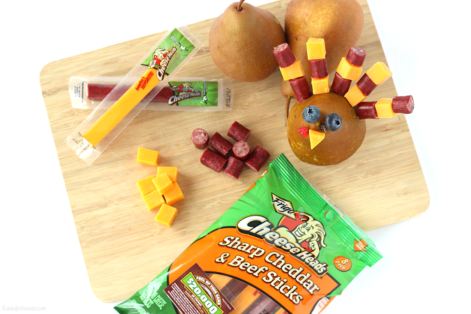 Frigo cheese heads snacking combos review Festive Thanksgiving Snack Kids Will Gobble Up | easy & fun Thanksgiving turkey inspired kid snack idea featuring cheese sticks #Thanksgiving #Snack #party #Entertaining