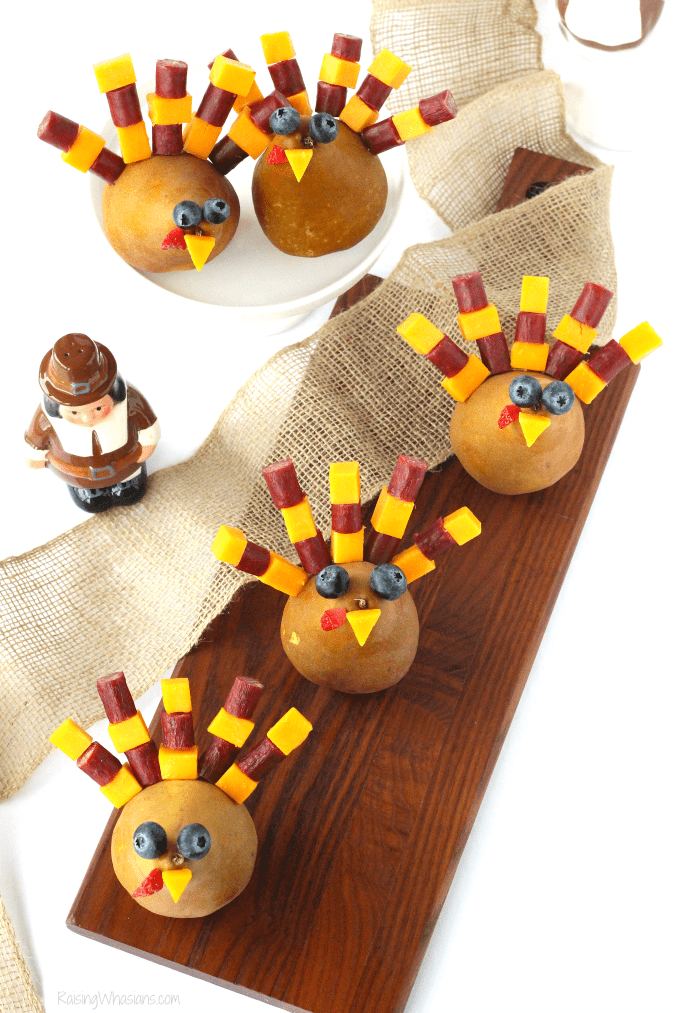 Thanksgiving appetizer for kids Festive Thanksgiving Snack Kids Will Gobble Up | easy & fun Thanksgiving turkey inspired kid snack idea featuring cheese sticks #Thanksgiving #Snack #party #Entertaining