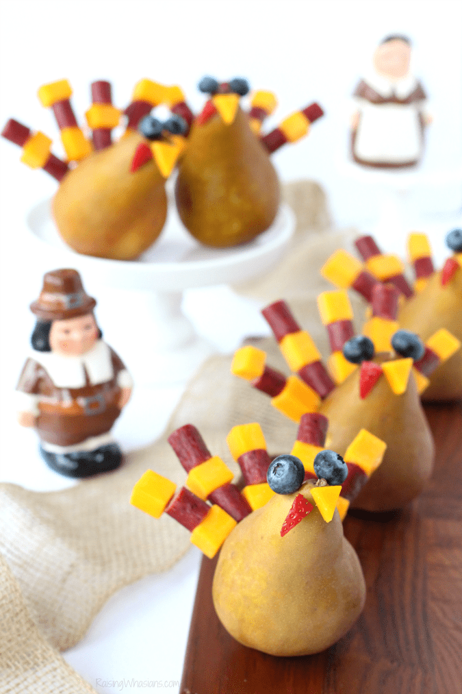 Thanksgiving kids snack Festive Thanksgiving Snack Kids Will Gobble Up | easy & fun Thanksgiving turkey inspired kid snack idea featuring cheese sticks #Thanksgiving #Snack #party #Entertaining