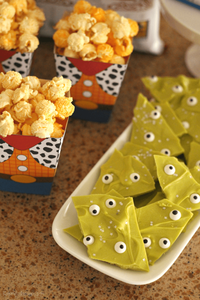 Grab the family for these Easy Toy Story Movie Night Ideas! Your Disney bunch will love these simple Toy Story themed food ideas (including new G.H. Cretors Popcorn flavors) + FREE Printable Woody Popcorn Box! - #ToyStory #MovieNight #PartyPlanning
