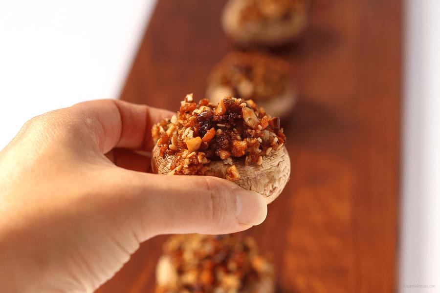 Easy vegan stuffed mushrooms