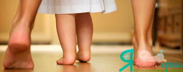 Impara un bambino a camminare