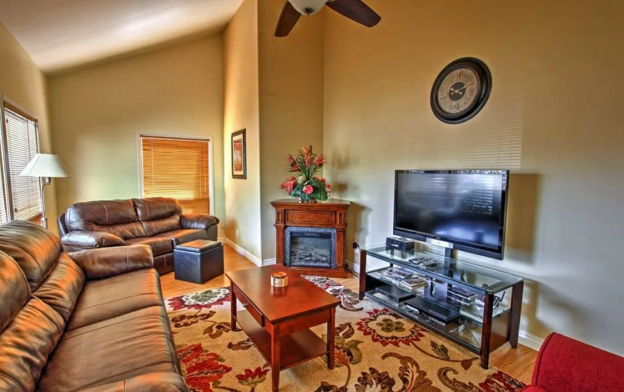 New  2BR Flagstaff Townhome w Private Hot Tub 2BR Flagstaff Townhome w Private Hot Tub