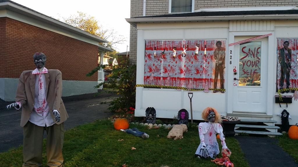 Zombie House Decoration