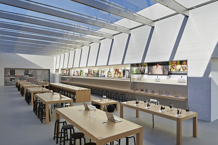 Apple store by Bohlin Cywinski Jackson  Palo Alto     California Apple has always demonstrated its immense appreciation for design  whether  in the hands of the customer or in the manner through which they present  their