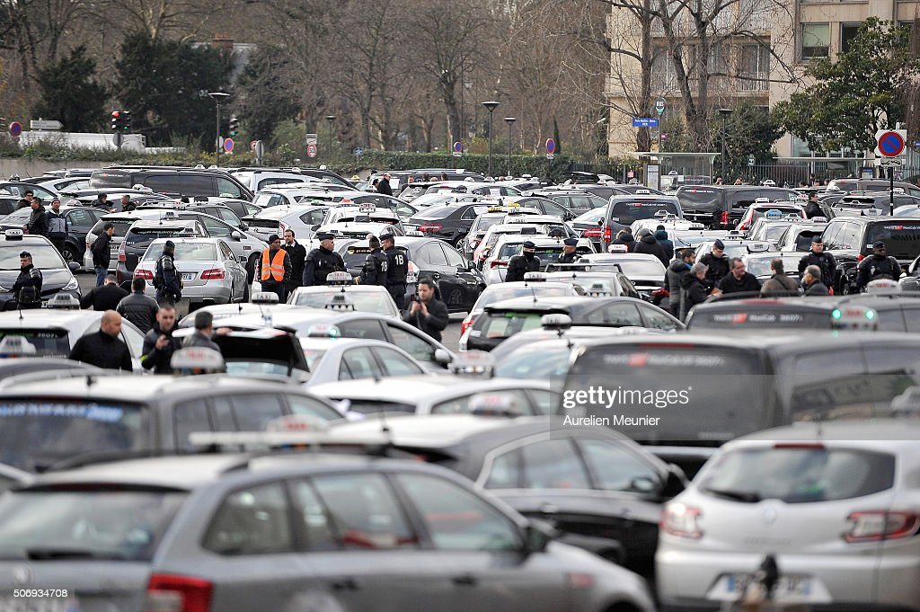 Le Meilleur French Taxis Drivers Demonstrate Against Uber In Paris Ce Mois Ci