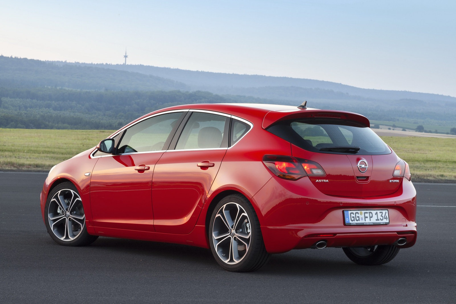 Le Meilleur World Premieres Of New Opel Astra Sedan And Facelift Astra Ce Mois Ci