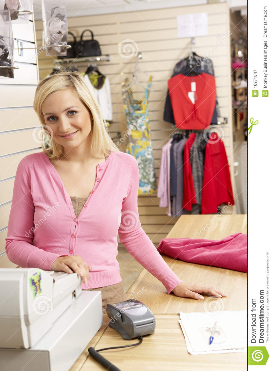 Le Meilleur Sales Assistant At Checkout Of Clothing Store Royalty Free Ce Mois Ci