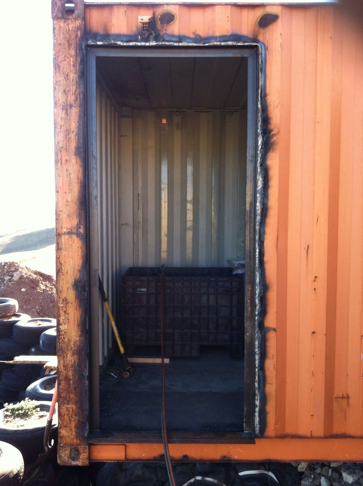 Le Meilleur Cut A Hole In The West Container This Door Will Be On The Ce Mois Ci