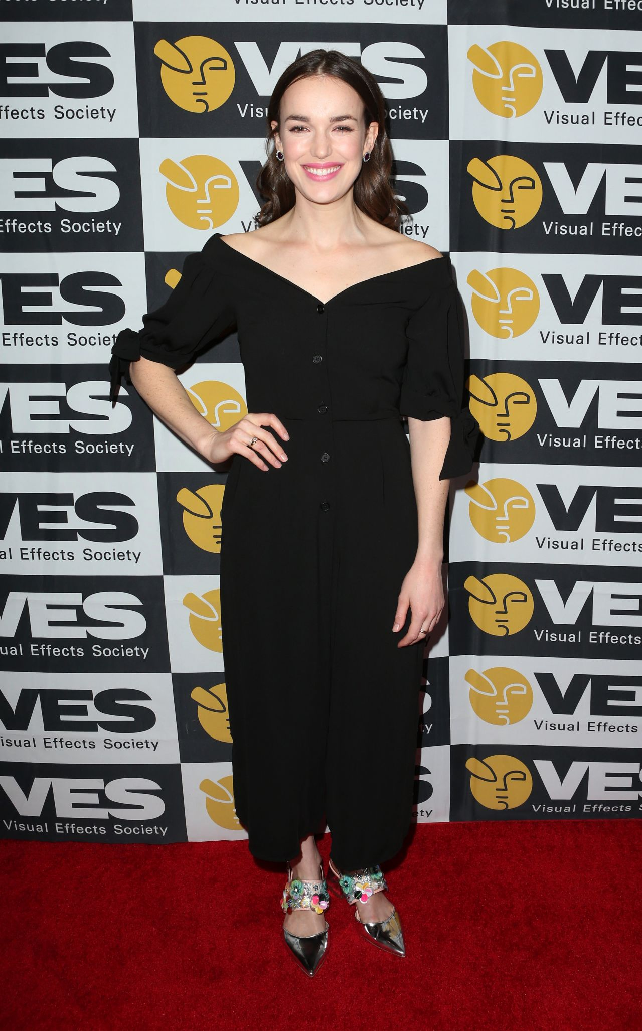 Le Meilleur Elizabeth Henstridge 2018 Ves Awards In Los Angeles Ce Mois Ci