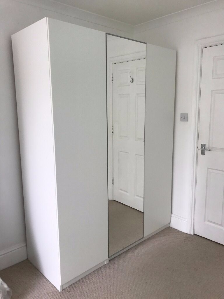 Le Meilleur White Ikea Pax Wardrobe With Three Doors One Mirror Door Ce Mois Ci