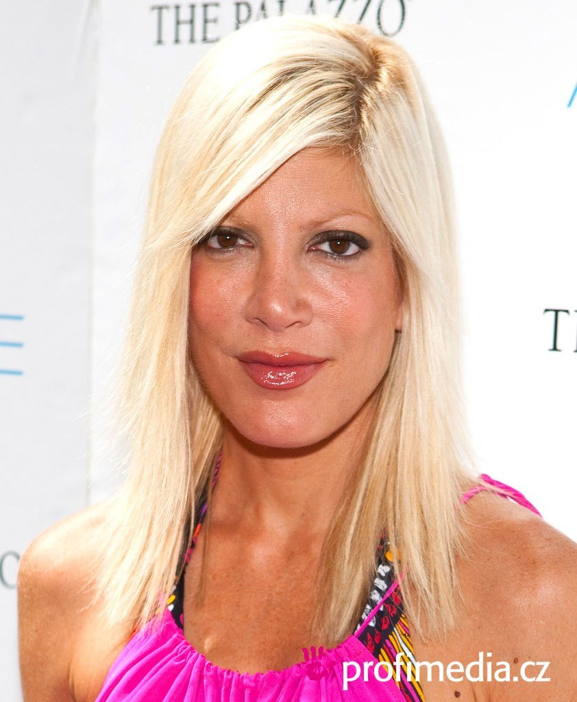The Best Tori Spelling Hairstyle Easyhairstyler Pictures