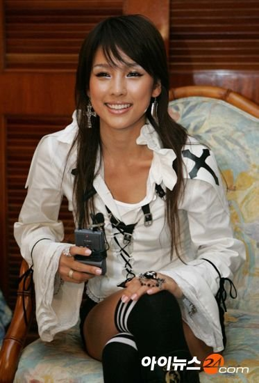 The Best Lee Hyori Hairstyle Hyori Lee Lee Hyori Ruffle Blouse Pictures