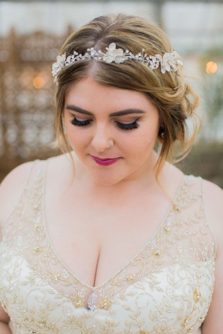 The Best Awesome Wedding Hairstyle For Round Face To Look Slim Pictures