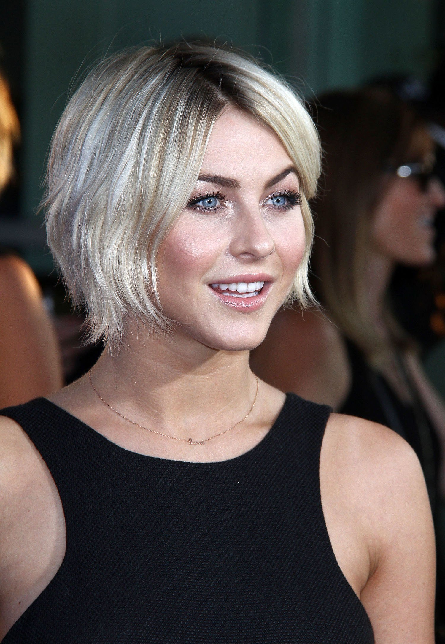 The Best Growing Out Your Short Hair Julianne Hough Has Found The Pictures