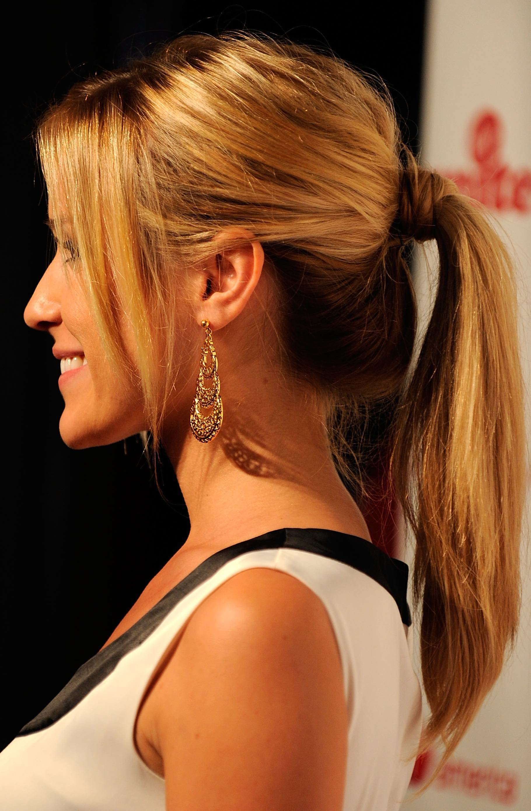 The Best Hairstyle Trend For Fall Winter 2011 2012 Simple Yet S*Xy Pictures