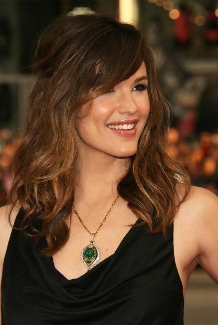 The Best Jennifer Garner Hairstyle Layered Long Wavy Hairstyle Pictures