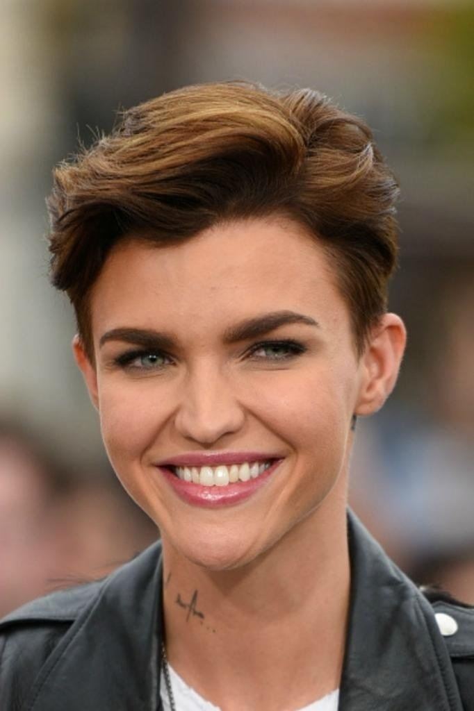 The Best 20 Photo Of Short Haircuts For Tall Women Pictures