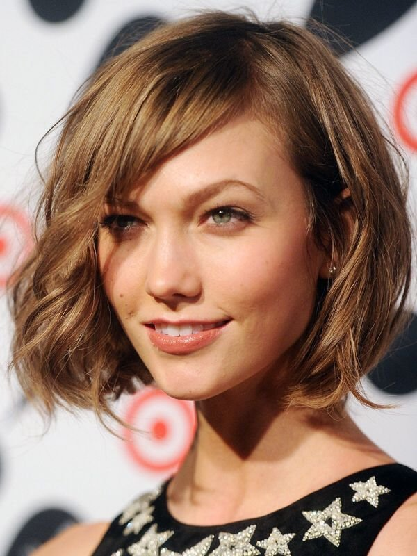 The Best Karlie Kloss Short Wavy Bob With Bangs Hair And Beauty Pictures