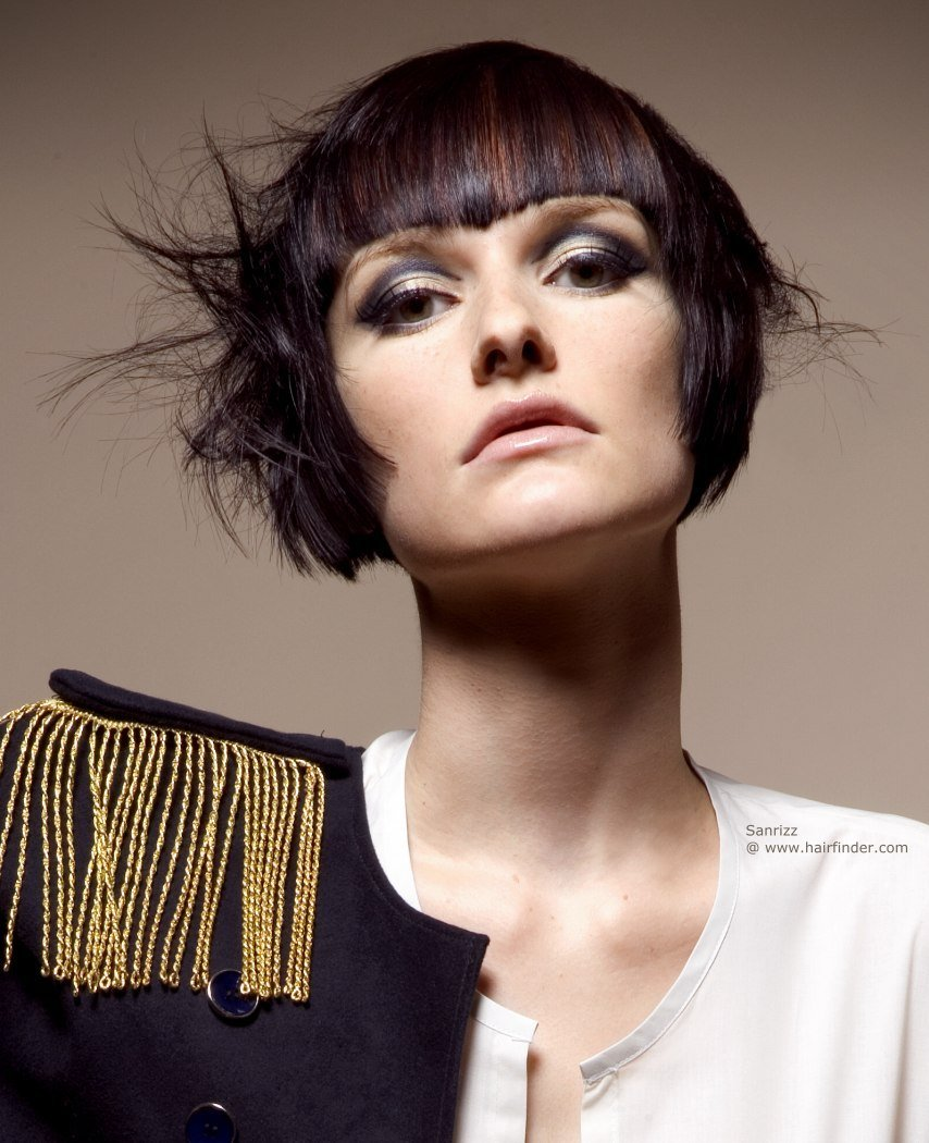 The Best Carefree Short Hairstyle With Curved Sides To Highlight Pictures