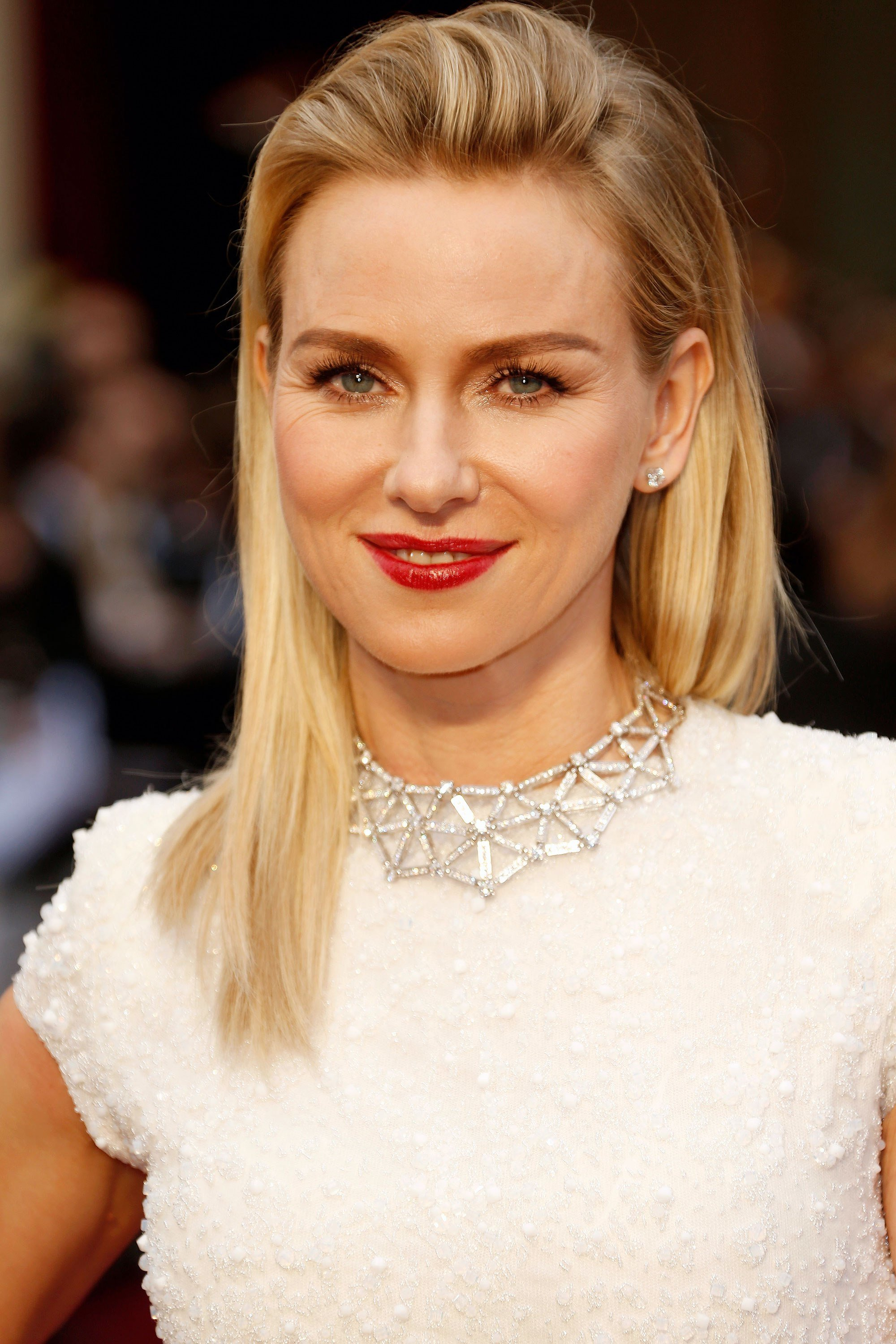 The Best Celebrity Inspired Medium Haircuts For Women To Try Elle Pictures