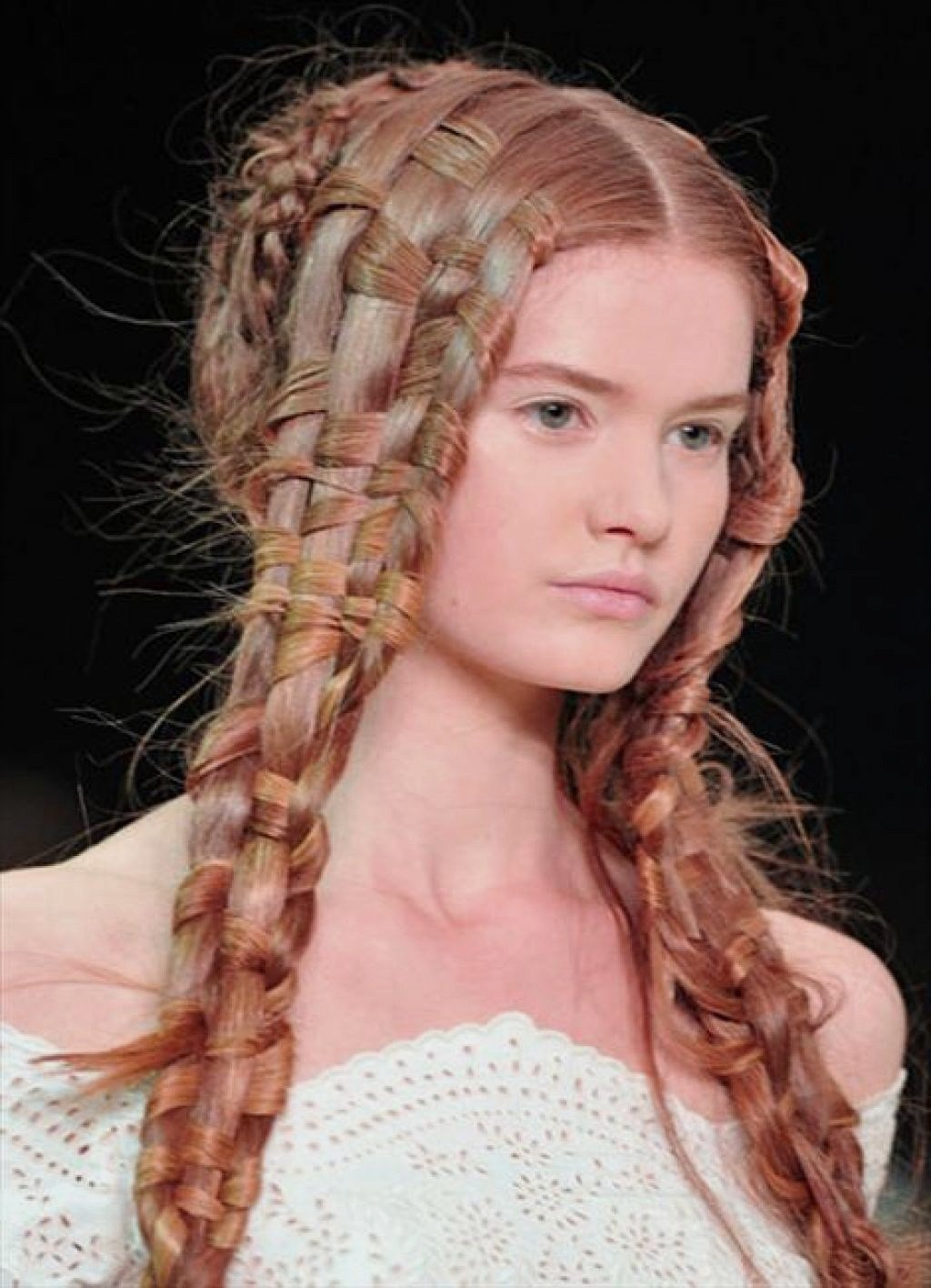 The Best Prom Hairstyles – 35 Methods To Complete Your Look Pictures