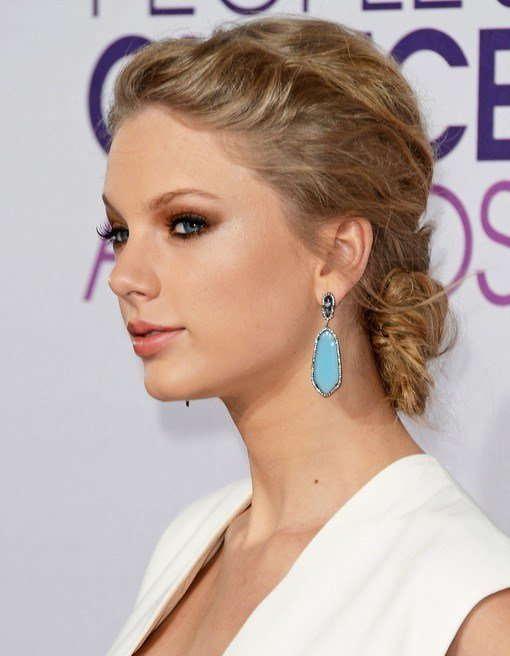 The Best Taylor Swift Bun Hairstyles Messy Bun Popular Haircuts Pictures