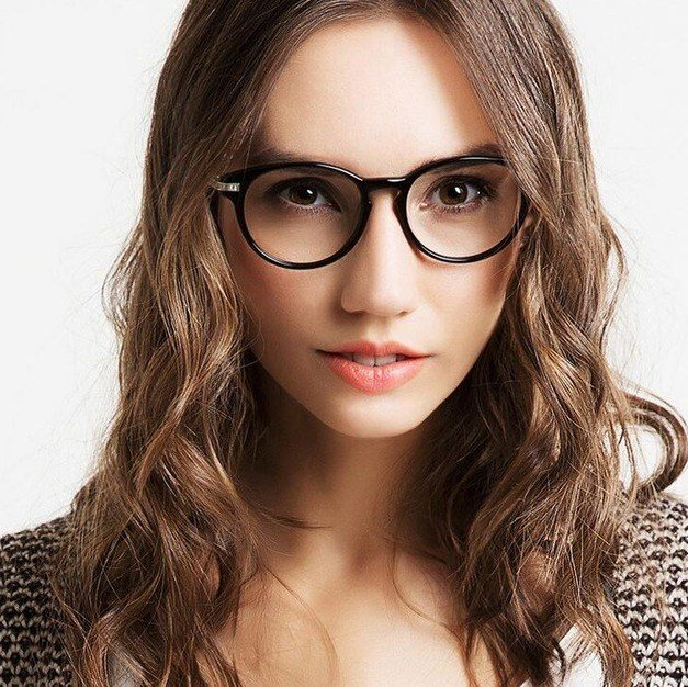 The Best Long Hairstyles For 60 Year Old Women With Glasses – Plus Pictures