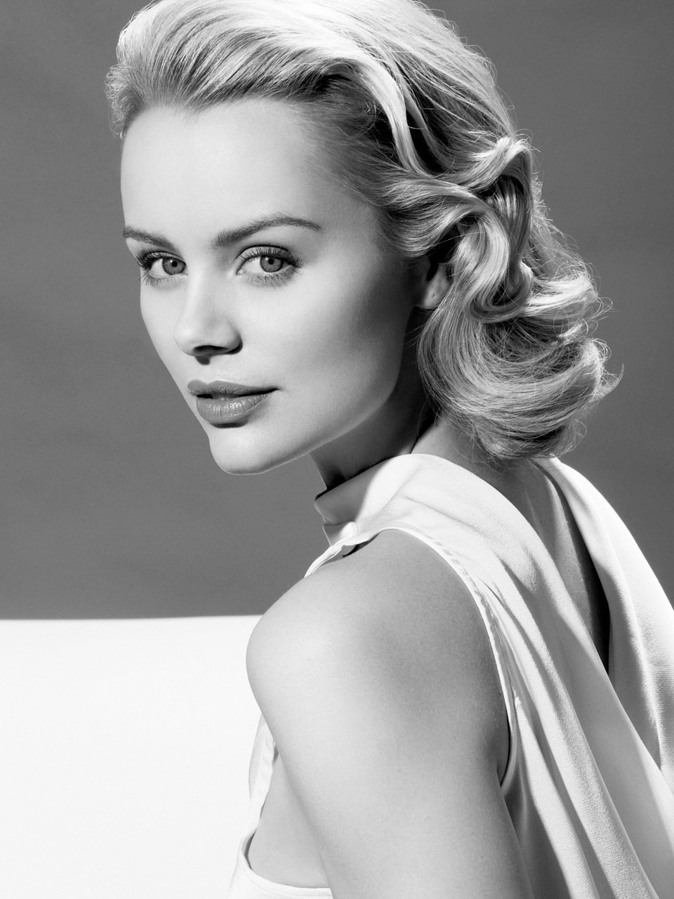 The Best Beverly Hills Helena Mattsson As Grace Kelly Anh Co Tran Pictures