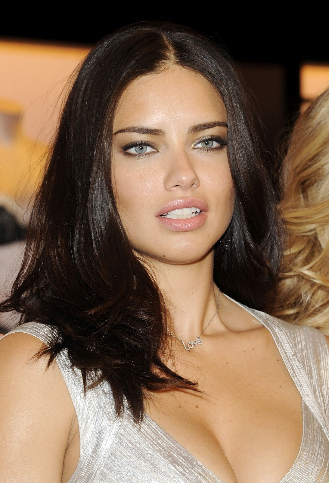 The Best Adriana Lima S Hairstyles Make Up Gallery Models Pictures