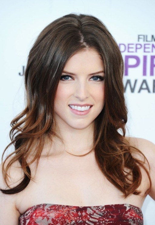 The Best Center Part Hairstyle With Bouncy Loose Waves Pictures