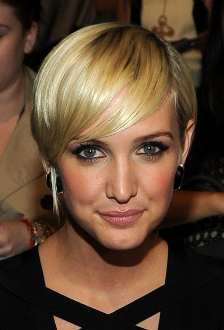 The Best Layered Golden Sleek Razor Cut With Bangs Ashlee Pictures