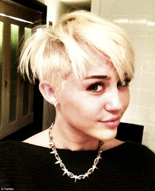 The Best Miley Cyrus Haircut Star Shaves Her Head To Rock An Edgy Pictures