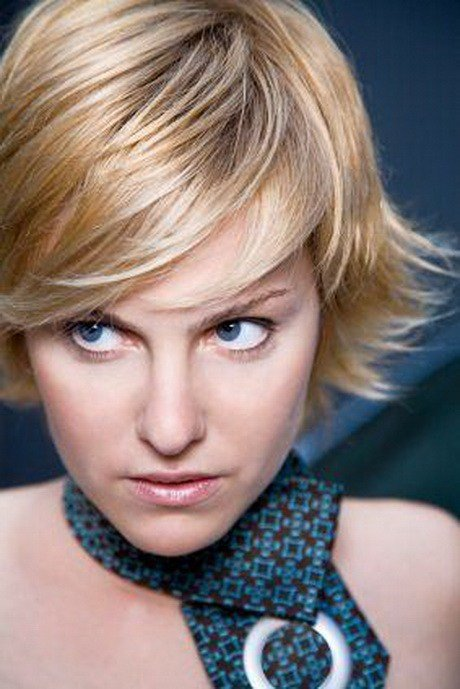 The Best Short Feathered Hairstyles For Women Pictures