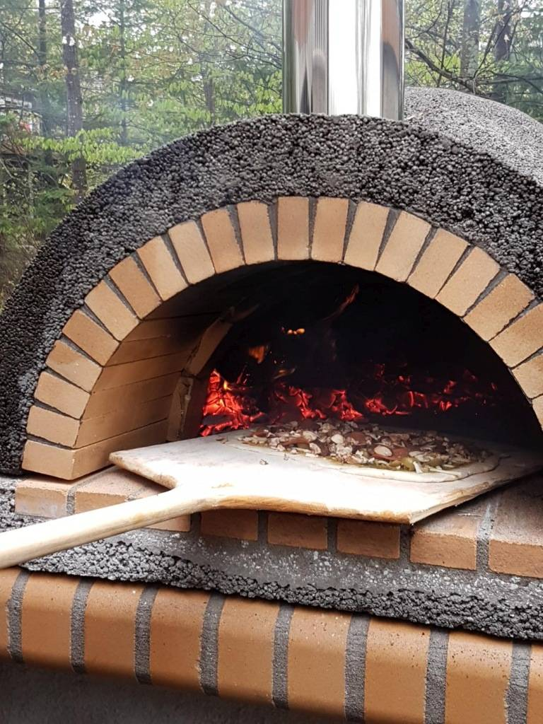 Firebrick Outdoor Kitchen With Large Pizza Oven