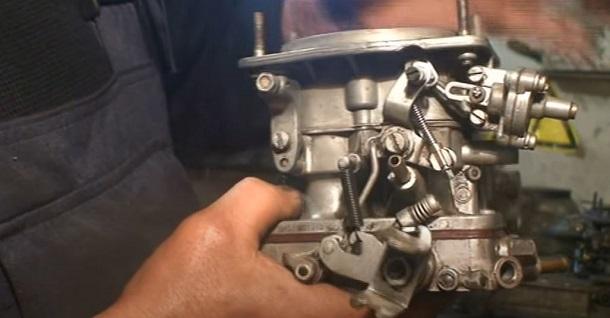 Karburetor.