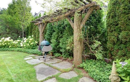 Cedar Privacy Screen With Arbour Angled Hydrangea Quot Hedge