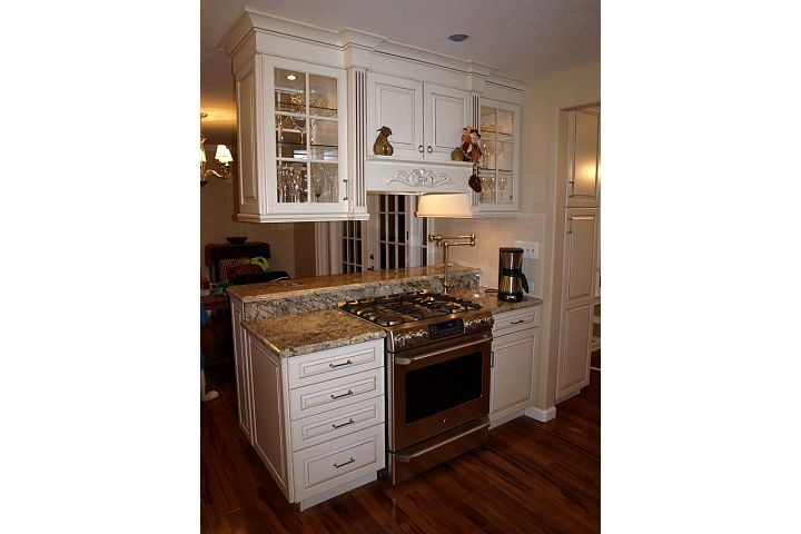 Stove In Peninsula With Upper Cabinets Chris Amp Jodi S