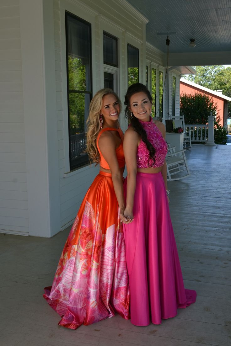 Cute Best Friend Poses Prom