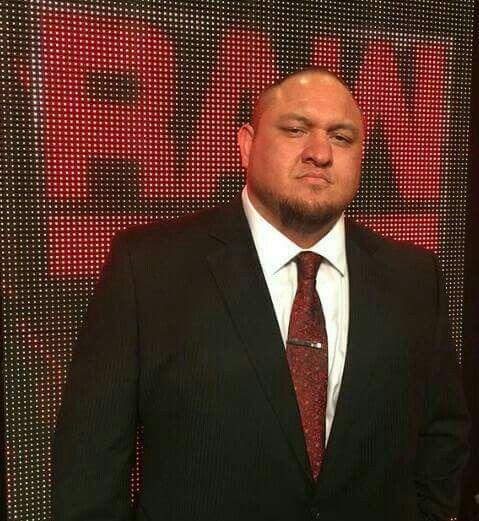 Roman Undertaker Reigns Selfie