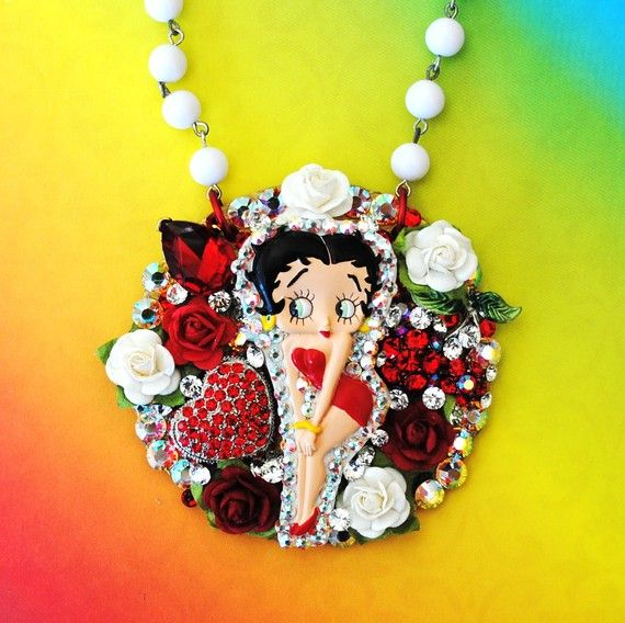 Danbury Mint Heart Necklace