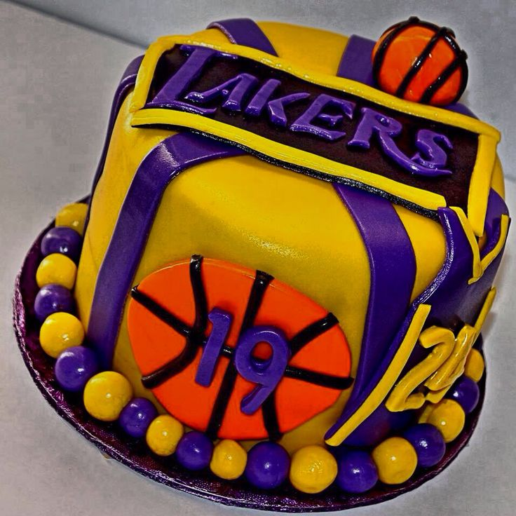 La Lakers Birthday Cakes