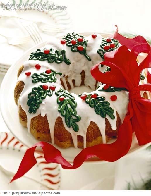 Christmas Bundt Cake Decorating