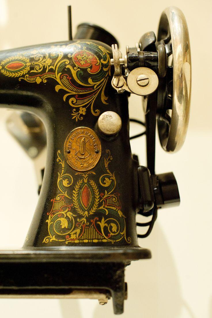 Machine Sewing Antique Singer Al257319