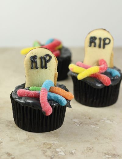 Gummy Worm Halloween Cupcake Ideas