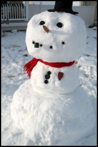 Picturews Building Snowman