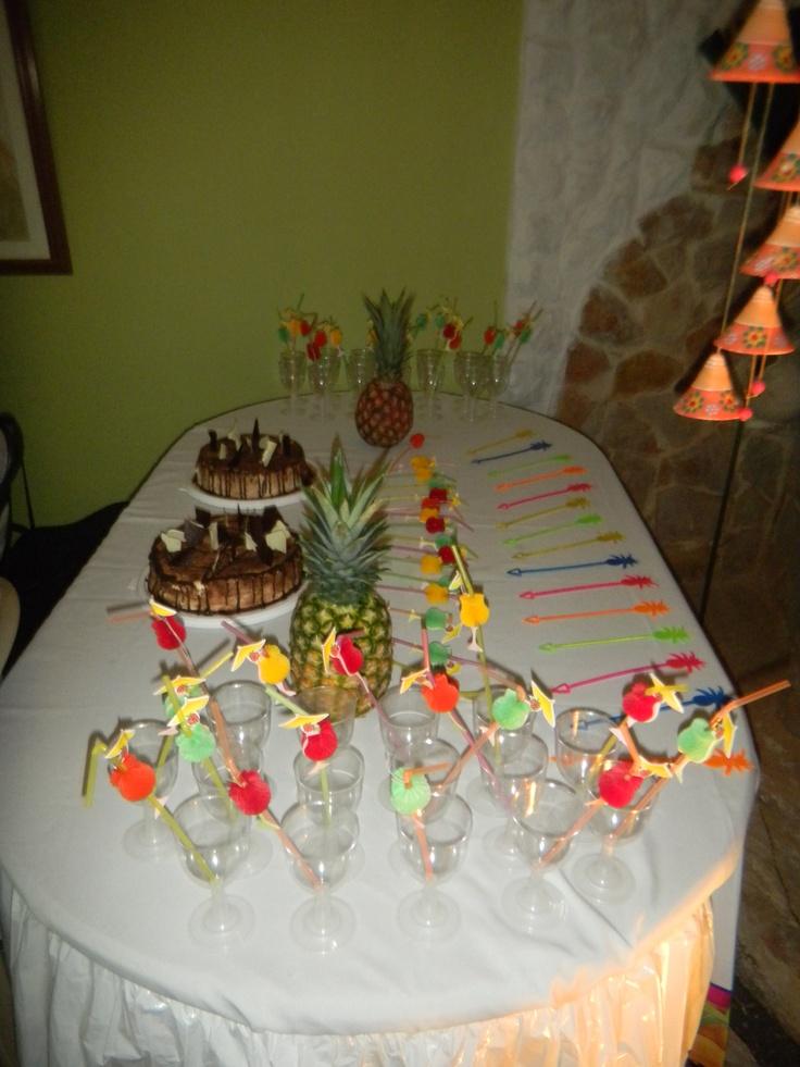 Mesa Decorada Para Fiesta Hawaiana Con Pi 241 As Genovesas Y